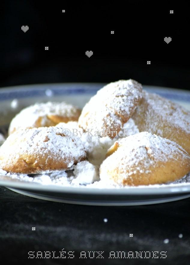 Recette petit prix - Sablés aux amandes saupoudré avec une passoire rempli de sucre glace