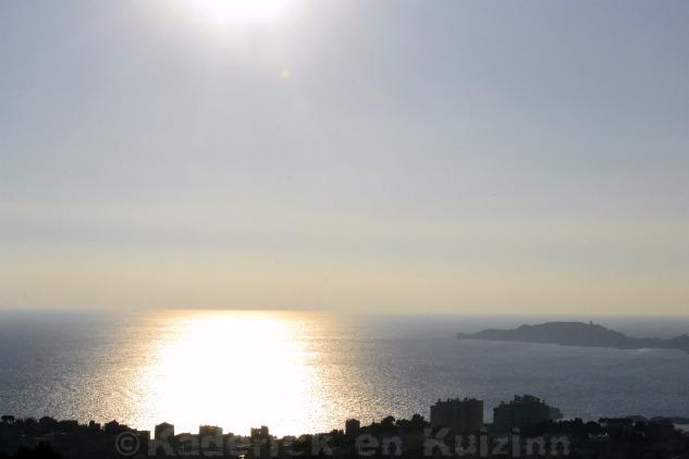 Photo du reflet de soleil sur la mer à Marseille pour le thème lumière du projet 52 de vivre la photo