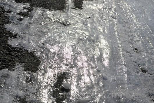 """Photo de la route enneigée et verglassée pour le theme 6 """"briller"""" du projet 52 vivre la photo"""