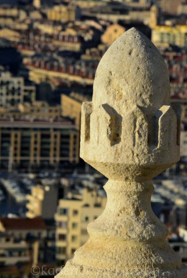 """Sculpture sur le parvis de la Bonne Mère à Marseille pour le thème """"lumière"""" du projet 52"""