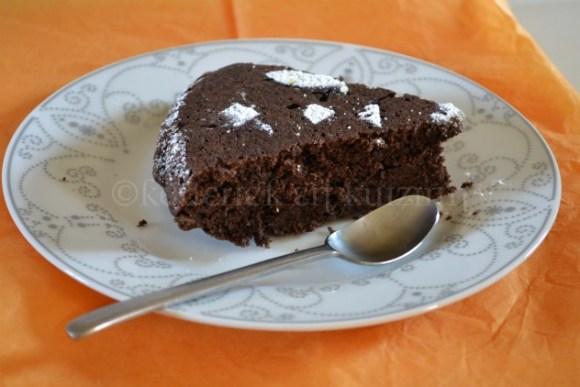 Recette du gâteau chocolat cannelle avec des décors géométriques en sucre glace, un dessert économique