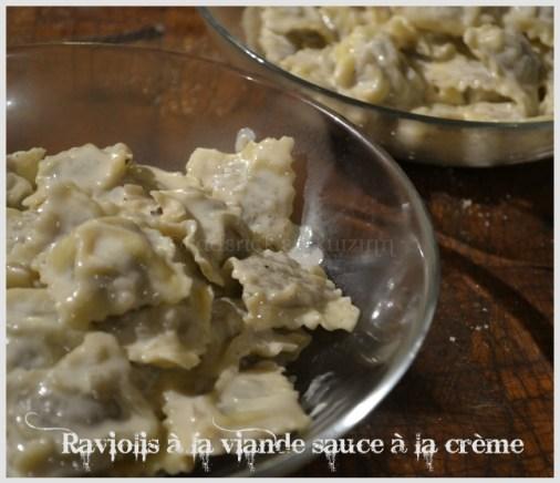Recette des raviolis fait à la maison avec de la viande hachée, de la chair à saucisse et du magret fumé et une sauce à la crème pour un repas en amoureux