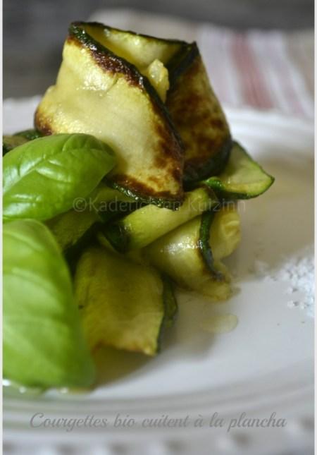 Recettes plancha : des tagliatelles de courgettes bio cuites à la plancha avec du basilic