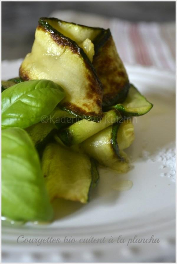 Recette des tagliatelles de courgettes bio cuitent à la plancha avec du basilic