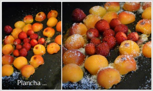 Cuisson des abricots et fraises bio à la plancha caramélisés et servi en dessert avec du sorbet à l'abricot maison