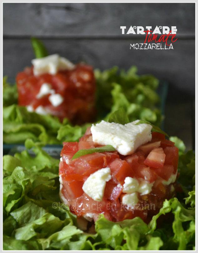 Recette tartare de tomate et mozzarella servi en entrée sur un lit de salade