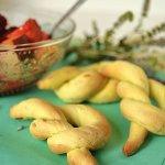 Biscuits à l'huile d'olive, orange bio & salade fruits rouges un dessert aux forts accents du Sud