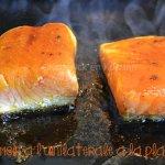 Cuisson saumon épicé à l'unilatérale à la plancha à cuire sur la peau