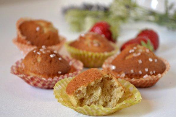 Goûter petits gâteaux moelleux façon muffins aux fraises bio avec la recette des madeleines sur ©Kaderick en Kuizinn