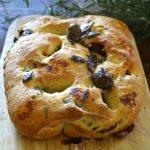 Cuisine saine et durable : fougasse à la tapenade d'olives noires et herbes de Provence pour un pain du dimanche