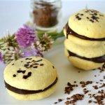 Recette Whoopie Pies ganache chocolat & café pour un dessert ou un goûter gourmand servi avec un verre de lait frais sur Kaderick en Kuizinn©