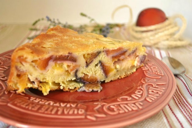 Recette gâteau moelleux aux nectarines et abricots recouvert d'amandes effilées