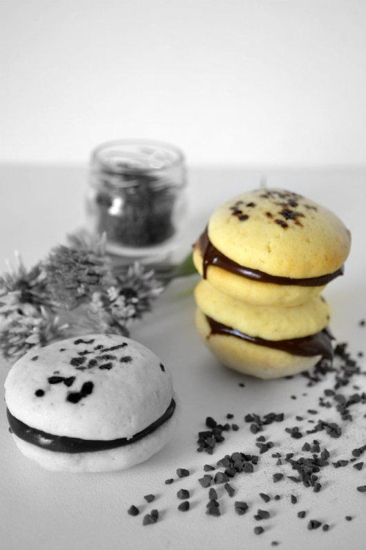 Retouche photo Whoopie Pies ganache chocolat & café pour un dessert ou un goûter gourmand servi avec un verre de lait frais sur Kaderick en Kuizinn©