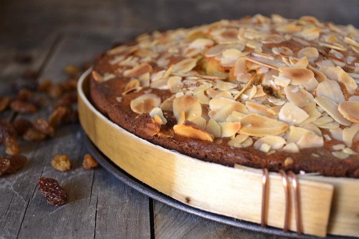 Recette du garriguet le gâteau de voyage du pays cathare avec de la farine de seigle et d'épeautre, des raisins secs et amandes effilées - Kaderick en Kuizinn©