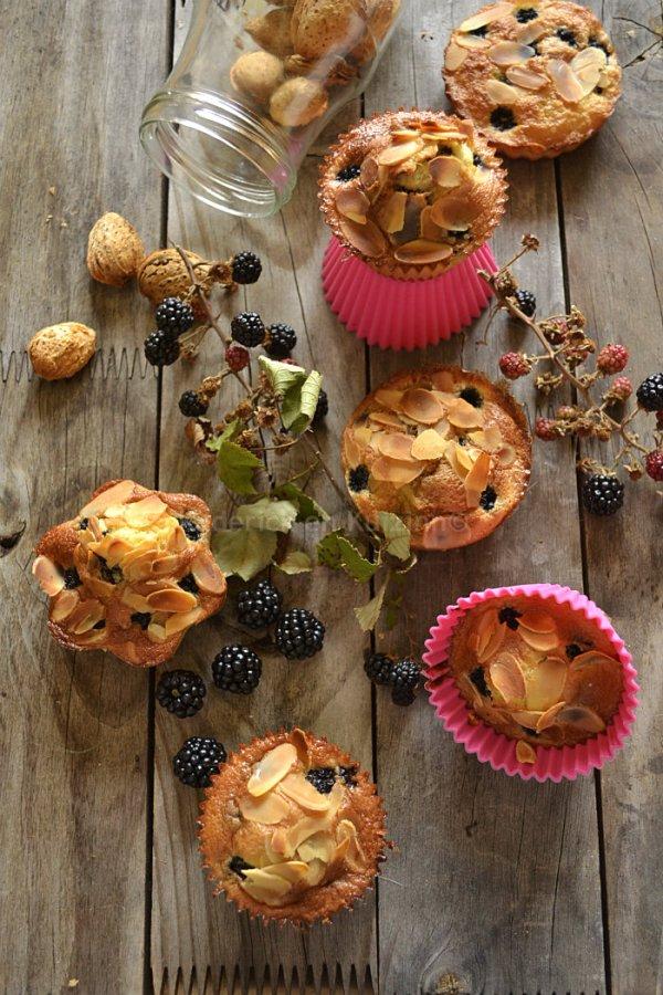 Dégustation de la recette du clafoutis mures sauvages pour un dessert ou un goûter avec des fruits de cueillette - Kaderick en Kuizinn©