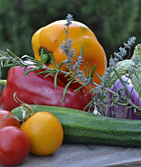 Cuisson de la recette de la quiche ou tarte avec une pâte feuilletée et de courgette, aubergine, tomate, poivron bio cuisiné en ratatouille - Kaderick en Kuizinn©