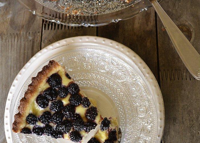Dégustation de la tarte au flan pâtissier à la mûre sauvage avec une pâte brisée pour une recette à la douceur d'enfance - Kaderick en Kuizinn©