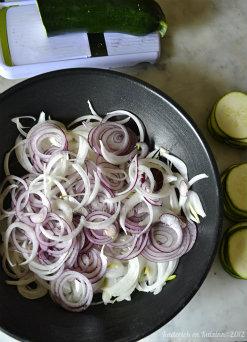 Recette pizza recette végétarienne bio aux courgettes, confit oignons, champignons et amandes effilées pour un repas par semaine sans viande - Kaderick en Kuizinn©