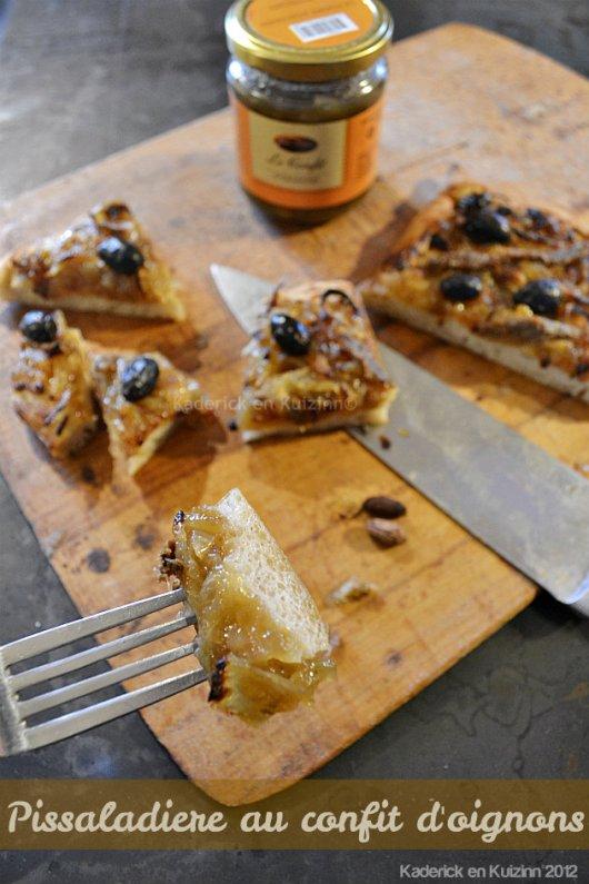 Recette et cuisson de la pissaladière au confit d'oignons, anchois et olives noires de mon partenaire Jours Heureux - Kaderick en Kuizinn©