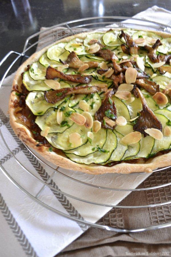 pizza recette végétarienne bio aux courgettes, confit oignons, champignons et amandes effilées pour un repas par semaine sans viande - Kaderick en Kuizinn©
