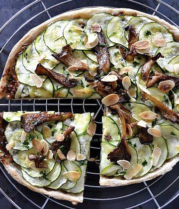 Recette pizza végétarienne aux courgettes et confit oignons bio pour un repas par semaine sans viande - Kaderick en Kuizinn©