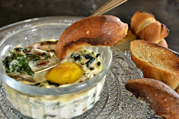 Oeuf cocotte épinards et champignons - Recette cuisine facile