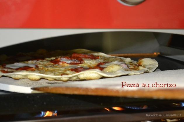 Pizzas maison cuitent à la plancha Verypizz pour des pizzas comme chez le pizzaïolo au chorizo - Kaderick en Kuizinn©2013