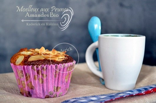 Préparation gâteau sain et moelleux prunes et amandes bio