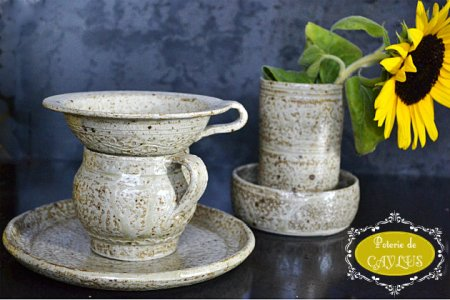 Poterie en grès de Caylus en fabrication artisanale