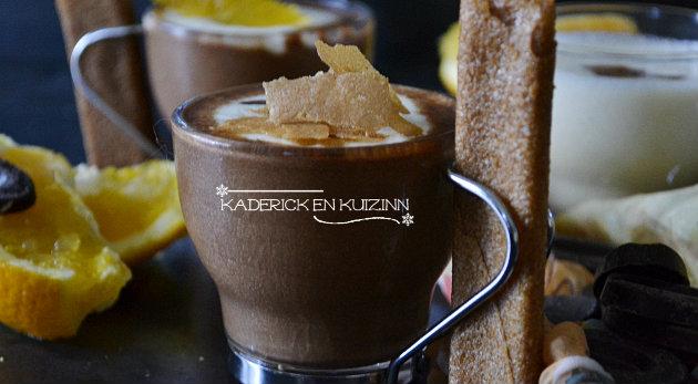 Composition mousse 2 chocolats, segments d'orange et crêpes dentelles - recette express