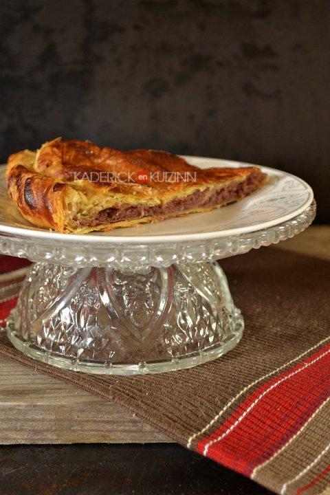 Dégustation de la galette frangipane à la confiture de fruits rouges - recette de dessert