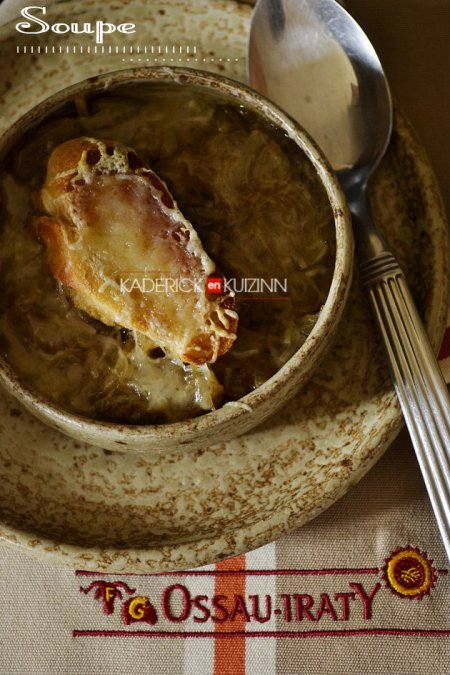 Dégustation soupe à l'oignon bio faite maison avec du fromage Ossau Iraty - recette de soupe