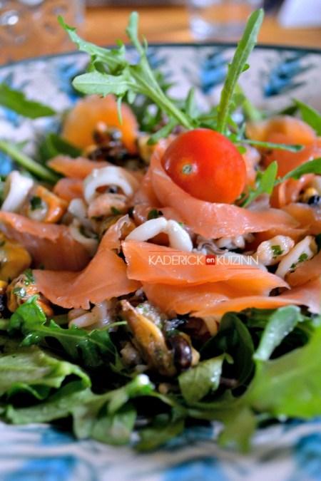 Salade mer - Salade tiède au saumon, crevette, calamar et moule à la plancha