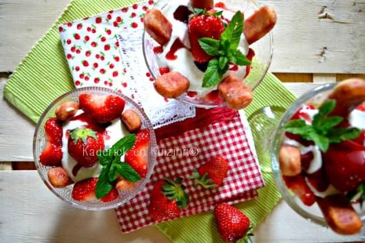 Recette tiramisu - Tiramisu express allégé aux fraises bio et yaourt grec à la vanille
