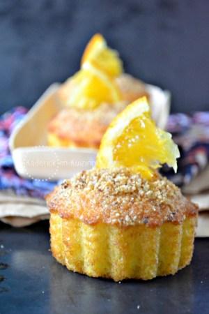 Muffins orange - Recette muffins à l'orange bio et craquelin aux noisettes torréfiées