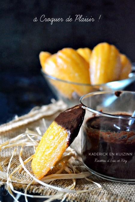 Madeleines recette vanille miel citron glacées et sauce chocolat
