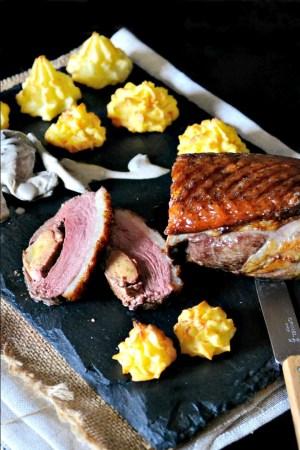 Magret grillé canard farci foie gras sauce cepes pommes duchesse