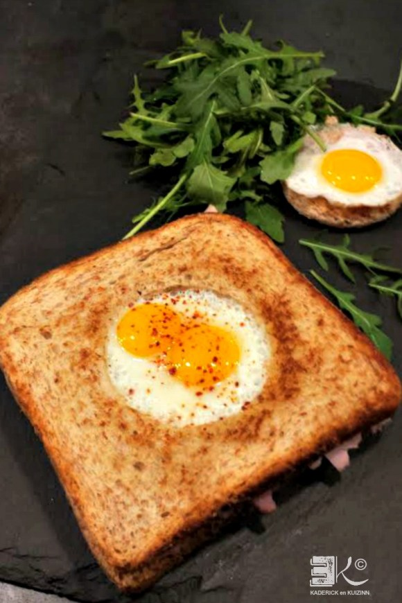 Croque madame oeufs caille cuits centre pain mie complet