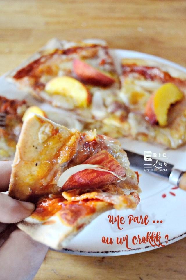 Une part pizza été nectarines oignons mozzarella - Kaderick en Kuizinn