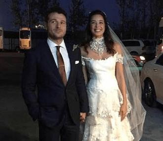 Mütevazı Bir Düğünle Evlendi
