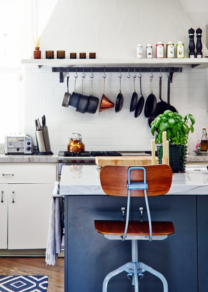 A colored kitchen island or an accent rug can also be a solution, Kitchen Backsplash,