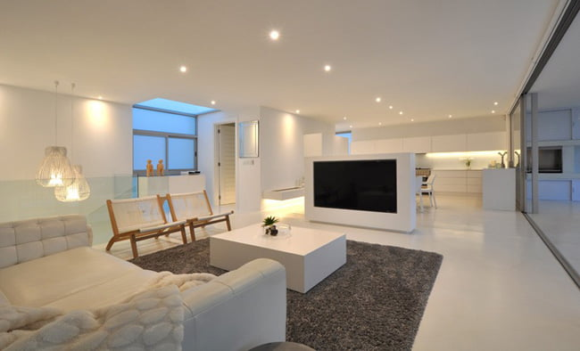 Shades of White Color in Modern House with Valley View in Knysna, South Africa (1)