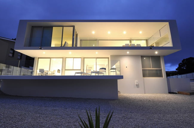 Shades of White Color in Modern House with Valley View in Knysna, South Africa (6)