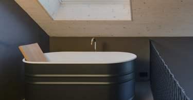 small bathtub,