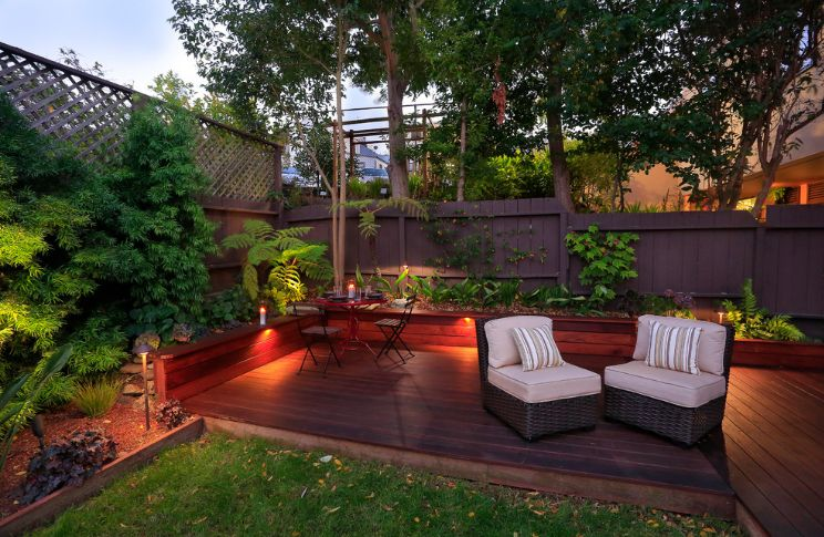 Small backyard outdoor deck accent lighting decor
