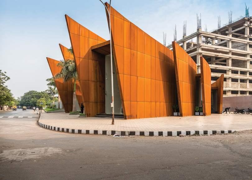 main entrance of creacent office by sanjay puri