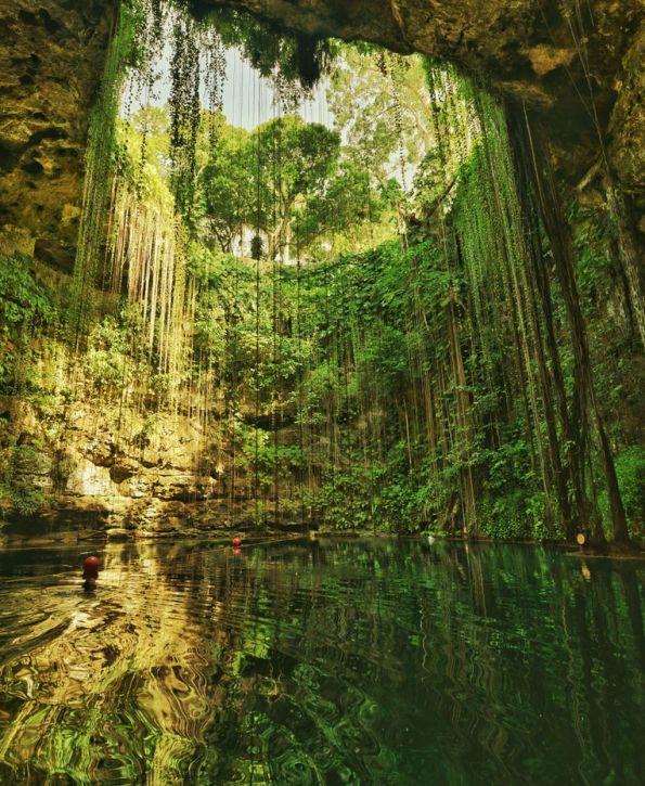 Прекрасно природно езеро на чие дно се најдоа секакви богатства