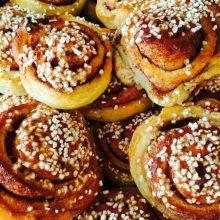 cropped-cinnamon-buns-pastries-coffee-break-756498.jpg