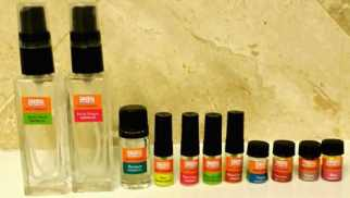 Left to Right: Regular sprays, then a regular Chef Essence Oil in Tarragon, then my samples sprays, and the sample, mini oils on the far right. Photo: my own.