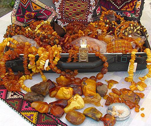 "AbdesSalaam's gorgeous ""Amber Suitcase,"" all Baltic Amber. Photo via his blog."